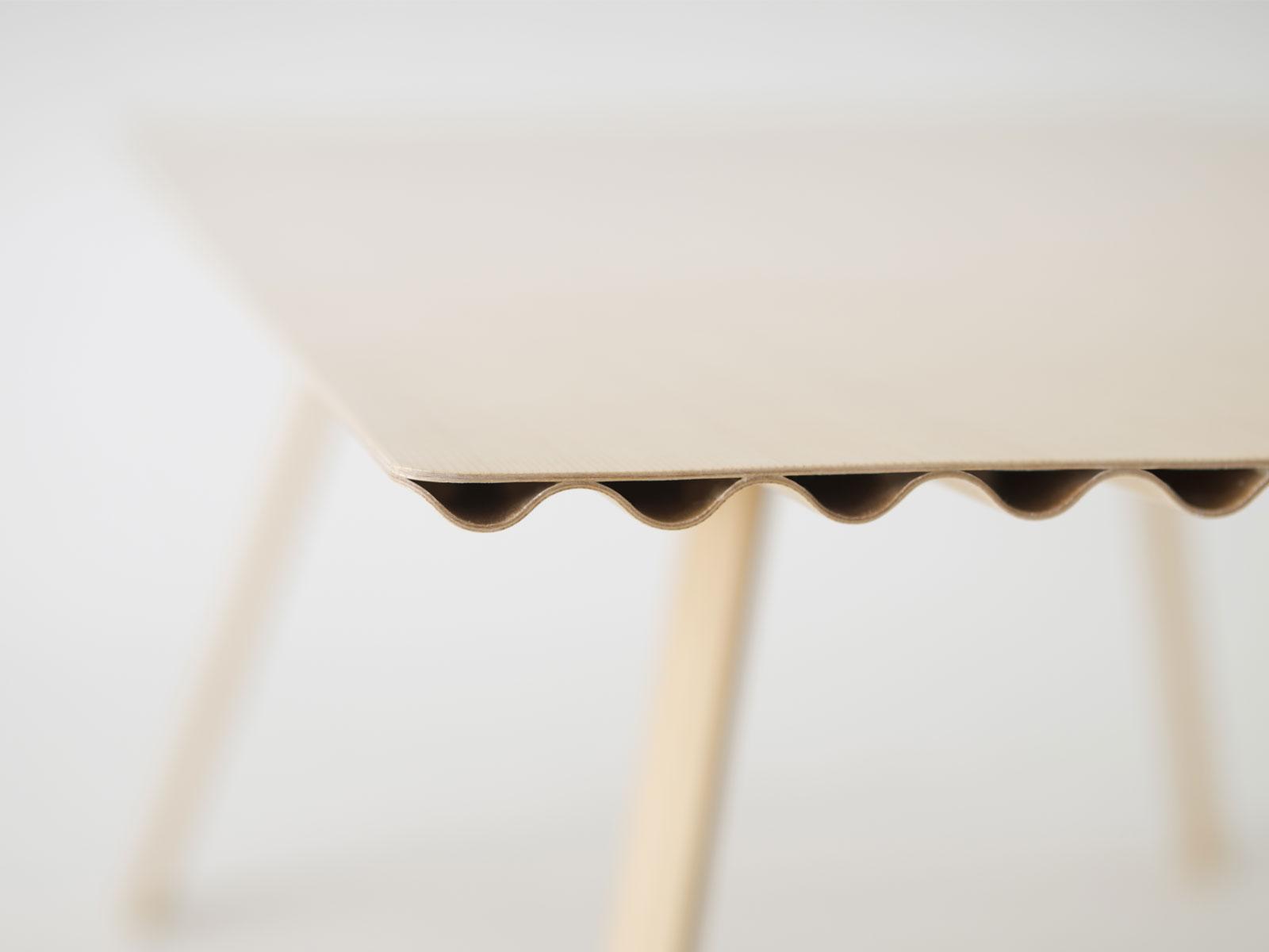 Sperrholz Tisch Ripple Benjamin Hubert Leicht