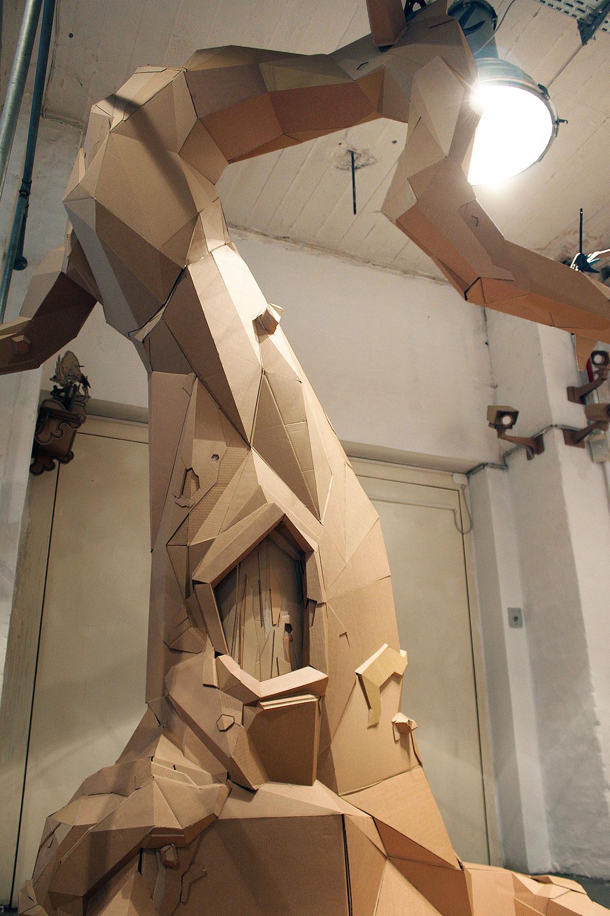 Как сделать большую фигуру из картона