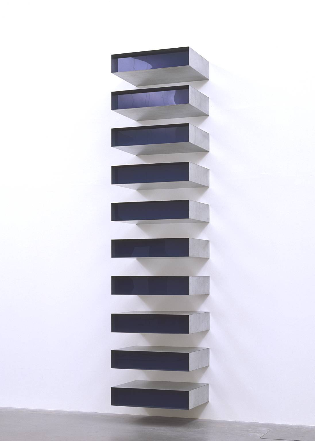 Penccil donald judd sculptures for Minimal art gallery