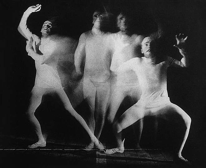 Bauhaus: Theatre Design: Oskar Schlemmer / Stage workshop, Different sequences of a dramatic gesture, 1927, dancer: Werner Siedhoff, photograph (exposed several times): Erich Consemüller