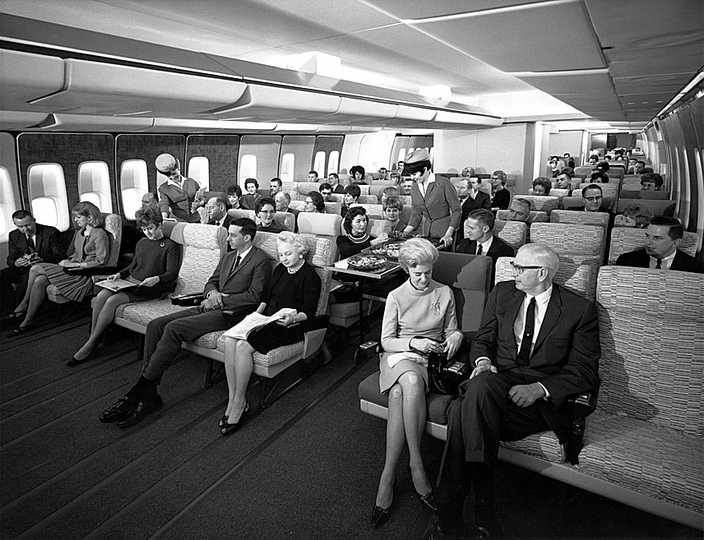 U_1430_829989280169_Economy_Class_seating_on_a_Pan_Am_747_in_the_late_1960s.png