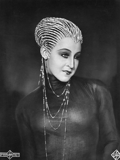 Woman. Black. White.: Brigitte Helm in Fritz Lang's Metropolis