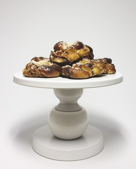 Soderlund Davidson, Ceramics: Cake Stand with home made Swedish cinnamon buns