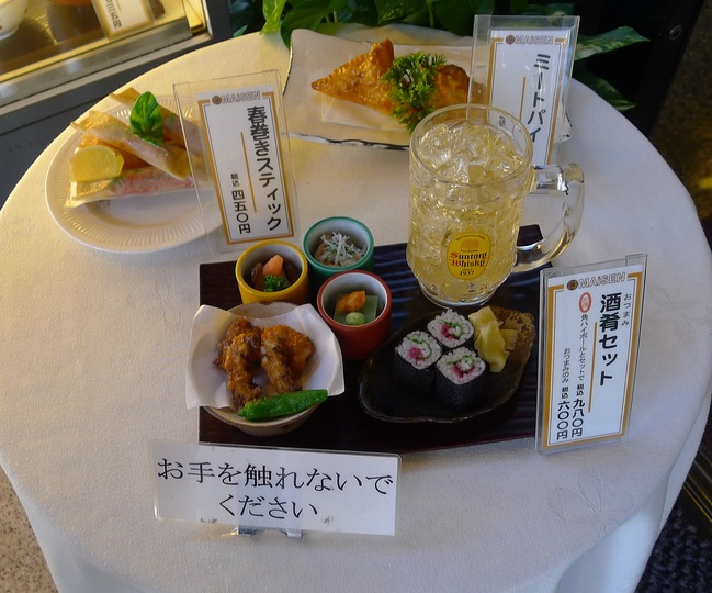 A day in Tokyo: a beer and a snack, all made in plastic