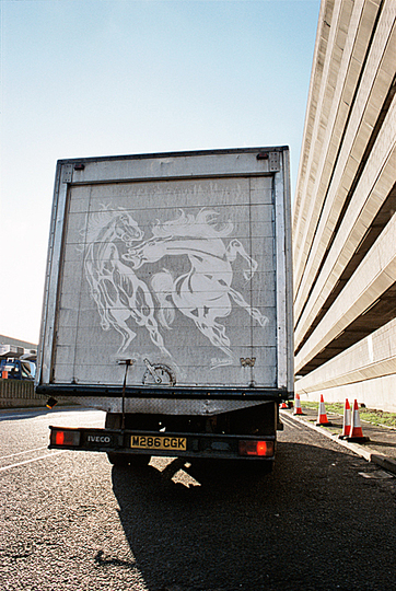 The 2015 best of penccil: The opposite of elitist art exhibitions is demonstrated by Ben Long: His 'Great Travelling Art Exhibition' consists of drawings made on the blackened rear shutters of long-distance trucks. http://www.penccil.com/gallery.php?p=952281798784