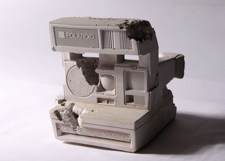 The 2015 best of penccil: New York based artist Daniel Arsham works with the transience of symbols of technology and how it captures - and loses - human hopes and aspirations. In the seventies, Polaroid cameras embodied the forefront of innovation. In 2001, Polaroid went bankrupt.   http://www.penccil.com/gallery.php?p=813865507337