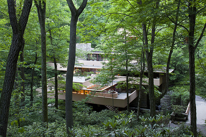 Fallingwater: The overall cost for the house and guest home was $155,000 (Equivalent to about $2.7 million in 2016).