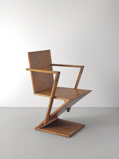 18 classic chairs: Zigzag chair with art rests by Gerrit Rietvelt, 1932.
