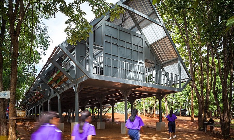 Design for Disaster: Handsome earthquake-resistant school uses natural cooling in Northern Thailand. This Earthquake-resistant school is raised up on stilts using natural materials. Designed by Vin Varavarn Architects