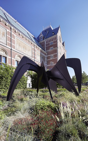 Kinetic Sculptures by Alexander Calder: Alexander Calder, Tamanoir, 1963. Property of Sculpture International Rotterdam, location: Hoogvliet © 2014 Calder Foundation, New York / Artists Rights Society (ARS), New York. Photo: Erik Smits