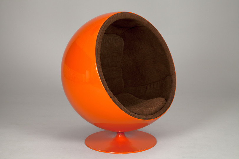 18 classic chairs: Ball chair by Eero Aarnio, 1963. Jacksons Collection.