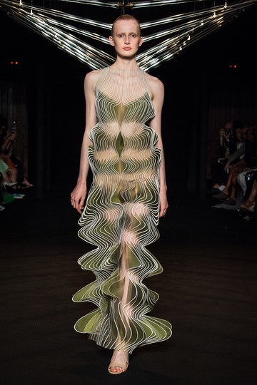 Objects of Desire: Iris van Herpen, Syntopia look 7, F/W 2018, Courtesy of Iris van Herpen, Netherlands, photo: Yannis Vlamos