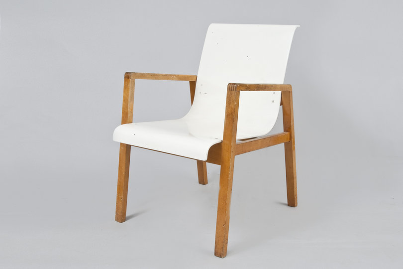 Alvar Aalto furniture: Chair No 401.