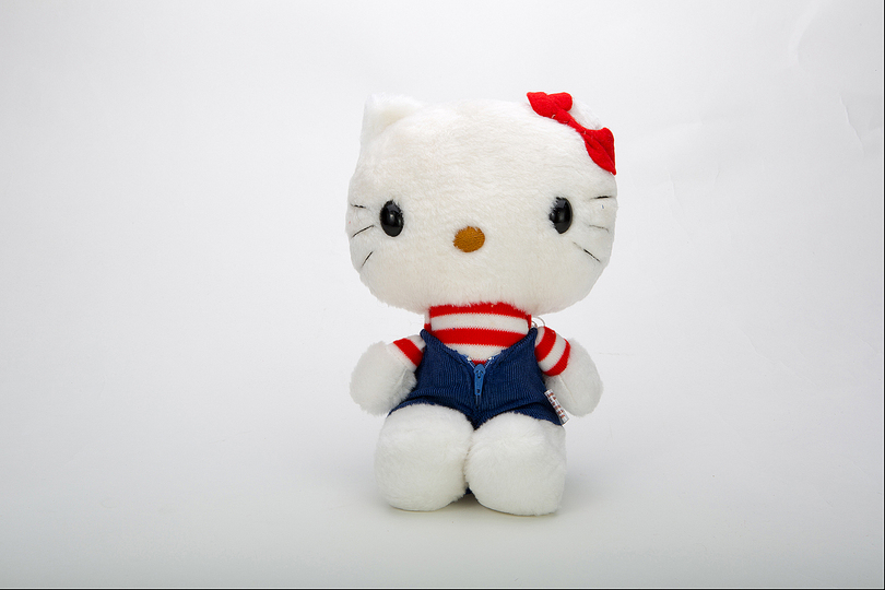 Hello Kitty Culture: Hello Kitty Vintage Plush 1976. Photo Credit: Japanese American National Museum