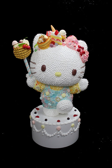 Hello Kitty Culture: Osamu Watanabe, Sweet Kitty, 2014. Decorations on Fibre-Reinforced Plastic.