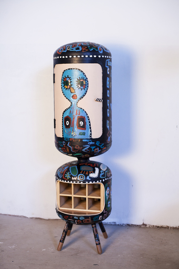 Upcycled: Piratas do Pau, Mulher-Woman, Rack, 2016, Recycled water heater, H 150 x B 34 cm, Series: Vertical wine racks, © Nelsa Guambe