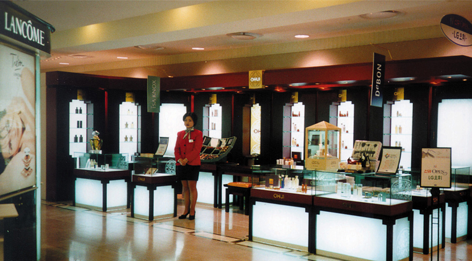Luxury redefined: The first Ohui shop in Lotte Department Store, Seoul, 1999