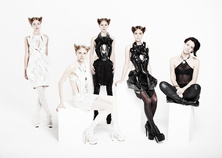 Fashion 4.0: Robotic fashion by Anouk Wipprecht